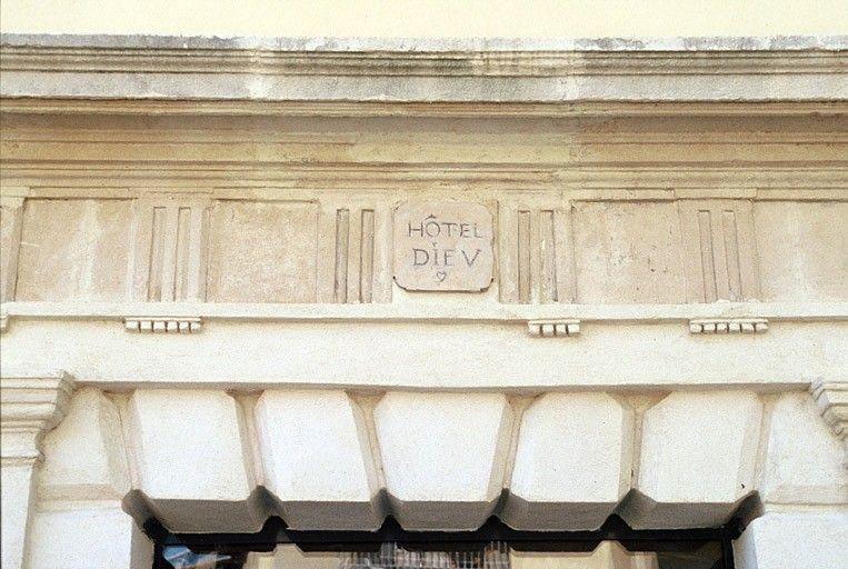 façade ancien hotel dieu le thor